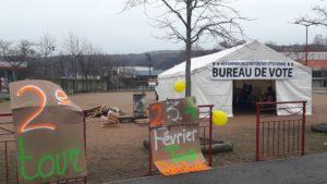 Comme ils l'ont déjà fait du 12 au 14 janvier 2019, les Gilets jaunes de Saint-Clair-du-Rhône ont invité 2 000 électeurs de cette commune à participer à leur seconde votation sur l'utilité du Référendum d'initiative citoyenne © Pierre Nouvelle).