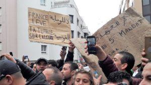 Les syndicats de journalistes en France ont mnifesté leur solidarité et leur soutien à leurs collègues algériens (© Pierre Nouvelle).