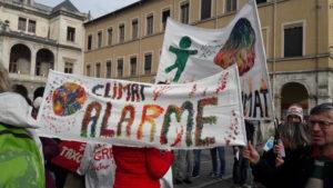 Comme le 27 janvier dernier, le 16 mars, après les lycéens, la population est invitée à manifester la nécessité d'agir pour sauver la planète et l'humanité (© Pierre Nouvelle).