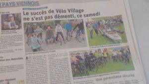Malgré une météo peu clémente, le 2e Vélo-villa a attiré le public (© Pierre Nouvelle).