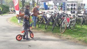 Malgré un météo peu favorable, le public était au rendez-vous de la 2e fête du vélo de l'agglomération Vienne-Condrieu et de son village-vélo (© Pierre Nouvelle).