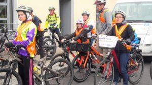 Cette promebade cycliste dans la cité viennoise sous l'égide du Conseil de développement a permis de voir au plus près du terrain les actions à mettre en place pour faciliter la circulation des bicyclettes (© Pierre Nouvelle).