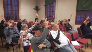 Lors de l'assemblée viennois du 4 avril, les participants ont voté sur le cahier de revendications à présenter à Saint-Nazaire le week-end suivant © Pierre Nouvelle).