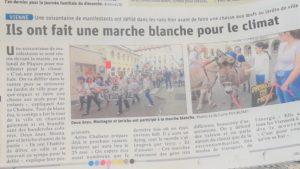 Le quotidien Le Dauphiné libéré du 24 avril a relaté dans sa page viennoise la marche blanche pour le climat qui a réuni une soixantaine de personnes (© DR).