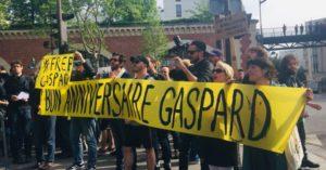 Dimanche 21 avril, quelques Gilets jaunes ont mainfestyé leur solidarité avec Gaspard Ganz dans les rues de Paris (© DR.