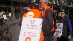 Lier urgence sociale et urgence écologique était le moteur du défilé revendicatif et cycliste de la CFDT Lyon-Rhône pour ce 1er mai 2019 (© Pierre Nouvelle).