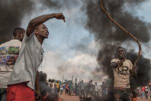 Avec son objectif, Camille a témoigné de beaucoup de drames et de guerres dans le monde, comme ici dans le quartier de Benzeville à Bangui ( © DR/ Camille Lepage/On est ensemble ).