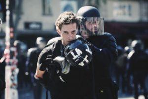 Gaspard Glanz est une des derniers journalistes interpelé dans le cadre de l'exercice de son métier dans une manifestation de Gilets jaunes à Paris (© Pierre Nouvelle).