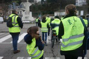 A défaut d'un cortège syndical ou politique, ce sont les Gilets jaunes qui ont défilé à Vienne ( © DR/ Le Dauphiné libéré).