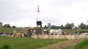 Entre l quartier de l'Isle et celui de Malissol, depuis six mois, les Gilets jaunes tiennent un rond-point de Vienne ( © Pierre Nouvelle ).