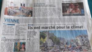 Plus d'une centaine de personnes ont donné écho à l'appel mondial à marcher pour le climat ( © J.-L. Coppi / Le Dauphiné libéré).