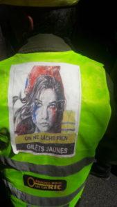 Avant et dans la manifestation syndicale cégétiste, des gilets jaunes étaient pérsents et affichaient leur détermination (© Pierre Nouvelle).