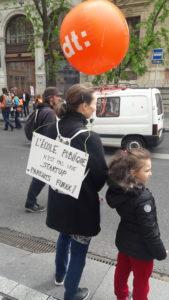 Aux cotés des infirmières et autres personnels de santé, les enseignantes de l'école publique et privée constituaient le gros des manifestantes ( © Pierre Nouvelle ).