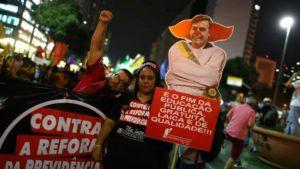 Vendredi 14 juin 2019, les manifestations contre la réforme des retraites impulsée par le président Jair Bolsonaro ont déferle sur tout le pays ( © DR/Reuters/Pilar Olivares ).