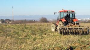 Les pesticides sont une menace mortelle pour ceux qui consomment les fruits de l'agriculture comme des agriculteurs qui cultive la terre ( © Pierre Nouvelle ).