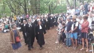 Une trentaine de pasteur.e.s ont officié durant le culte inaugural qui a été suivi par plusieurs milliers de personnes ( © Pierre Nouvelle ).