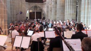 La cathédrale était comble pour écouter les choristes et musiciens bourguignons et rhodaniens ( © Pierre Nouvelle ).