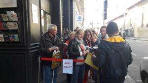Après avoir fait la queue jusqu'à une heure pour certain.e.s, les participants de cette master-class désormais appelée rencontre, ont fait le plein du théâtre la Comédie-Odéon (© Pierre Nouvelle ).