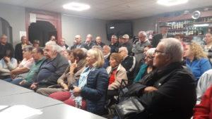 Une quarantaine de personnes ont participé à la réunion organisée par le Comité des déenses des services publics mercredi 16 octobre 2019 sur l'avenir de la Poste à Ampuis (© Pierre Nouvelle ).