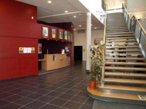 Le Ciné Pilat offre une belle salle avec un espace d'accueil conséquent permettant la tenue de débats et de réceptions © DR Ciné Pilat ).