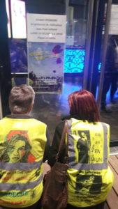 A Vienne (Isère), le groupe des Gilets jaunes a vécu un nouvel épisode avec la projection du film de Jean-Paul Julliand qui retrace leur action ( © Pierre Nouvelle ).