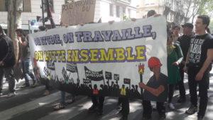 Etudiants et ouvriers sous la même banderole le 1er mai 2019 ( © Pierre Nouvelle ).