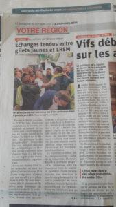 Pour sa première réunion pulique, Florence David, candidate de LREM à vienne a dûr dialoguer avec des membres du groupe local des Gilets jaunes ( © DR DL/ Pierre Nouvelle ).