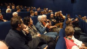 Celles et ceux qui s'intéressent aux mouvements sociaux n'avaient pas craint de rejoindre un dimanche matin le cinéma lyonnais Comoedia pour vivre de l'intérieur un camp de Gilets jaunes ( © Pierre Nouvelle ).