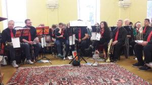 C'est avec un bel ensemble d'une quinzaine de musiciens que s'est déplacée la délégation de Gartringen ( © Pierre Nouvelle ).