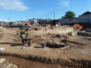 Pendant plusieurs mois, Sainte-Colombe-les-Vienne a connu un chantier de fouilles dont on mesure son ampleur deux ans et demi plus tard ( © Pierre Nouvelle ).