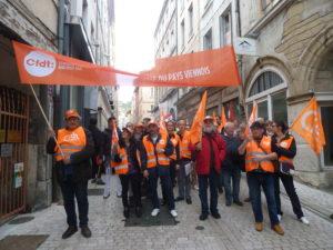 Les adhérents de la CFDT sont venus en nombre renforcer le cortège des manifestant.e.s du pays viennois ( © Pierre Nouvelle ).