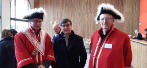Dès l'ouverture, Dominique Largeron, le président, et son collègue François Paquet, tous deux en gran,de tenue ont accueilli Thierry Kovacs, le premier magistrat de la cité ( © Pierre Nouvelle ).