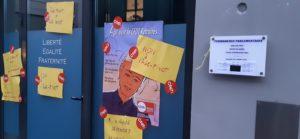 vendredi 10 janvier au petit matin, des militant.e.s CFDt sont allés poser es affiches sur la porte du député LREM de Givors ( © Pierre Nouvelle )