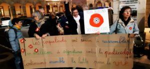Pour la seizième fois le Mouvement viennois des Coquelicotys s'est réuni sur l'esplanade de l'hôtal de ville de la cité gallo-romaine ce vendredi 3 janvier 2020 ( © Pierre Nouvelle ).