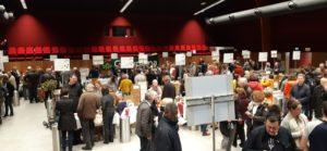 Un salon de vins est bien sûr un espace de dégustation, mais aussi de grande convivialité et de rencontres... ( © Pierre Nouvelle ).
