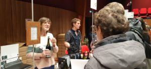 L'épidémie de Coronavinus n'a pas empêché les amateurs de vins de rejoindre Condrieu (Rhône) et la salle de l'Arbuel où se tient jusqu'au lundi 2 mars 2020 le 7é salon des vins bio ( © Pierre Nouvelle ).