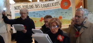 Comme dans près de 500 communes françaises, les amoureux des Coquelicots étaient réunis pour chanter et échanger des informations sur les rendez-vous écolos ( © Pierre Nouvelle ).