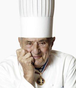 Quel qu'ait pu être le destin de l'Auberge de Collonges au registre du Guide Michelin, son fondateur a inscrit la cuisine lyonnaise au palmarès mondial de la culture et des traditions ( © DR/La Cuisine des gones).