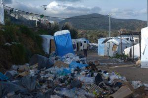 Sur l'île de Chios en Grèce, comme en France, à Calais ou Paris, les migrants notamment venus de Syrie et d'Irak sint laissés à l'abandon dans des conditions sanitaires inacceptables ( © DR/Raphaël Goument/Reporterre ).