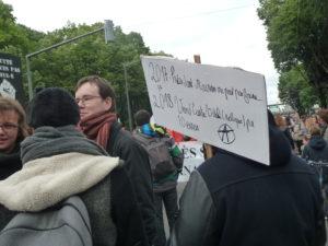 Le 1er mai 2017 à Lyon, quelques jours avant le 2e tour de l'élection présidentielle, des manifestants lyonnais mettaient en garde ( © Pierre Nouvelle ).