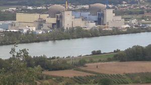 Avec ses usines chimiques et ses centrales nucléaires, la Vallée du Rhône est un bon exemple de territoire où des pratiques industrielles nouvelles devraient être instaurées ( © Pierre Nouvelle ).