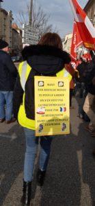 Le 24 janvier 2020, comme à plusieurs reprises dans l'année, les Gilets jaunes de St-Clair-du-Rhône ont rejoint la manifestation syndicale contre le projet de réforme des retraites ( © Pierre Nouvelle ).