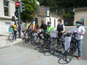 Isla avaient choisi la Maidon de la mobilité comme point de départ de leur déambulation cycliste et militante dans les rue se de Vienne ( © Pierre Nouvelle ).
