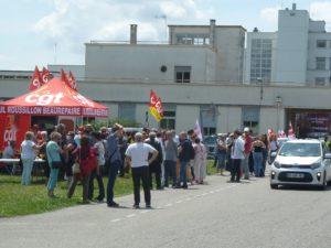 les militant.e.s de l'Union locale CGT de Roussillon étaient venu.e.s prêter main-forte au rassemblement devant l'hôpital Lucien Hussel ( © Pierre Nouvelle ).