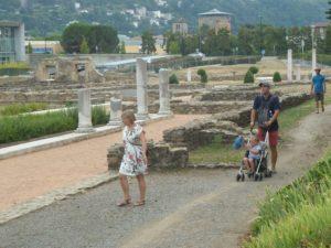 'est en famille au cœur de l'été que l'on visite le site gallo-romain et le musée de saint-Romain-en-Gal ( © Pierre Nouvelle ).